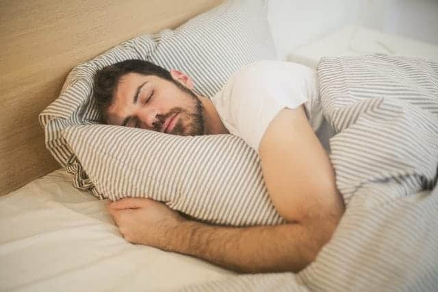 άνθρωπος σε βαθύ ύπνο