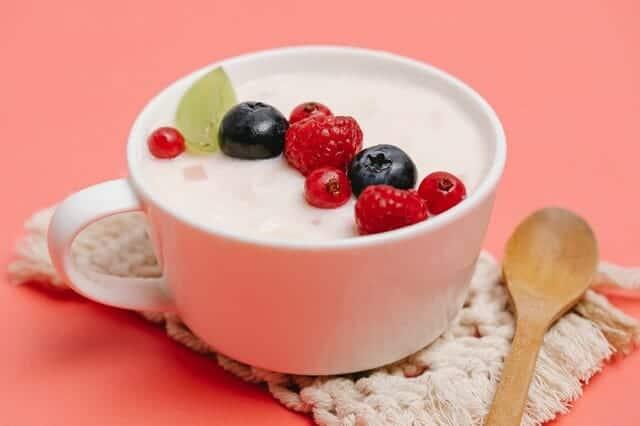 Γιαούρτι με φρούτα σε φλιτζάνι